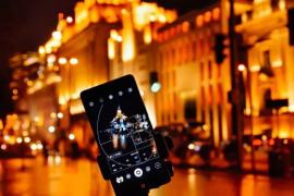严重的Android漏洞使攻击者控制受害者的相机和位置